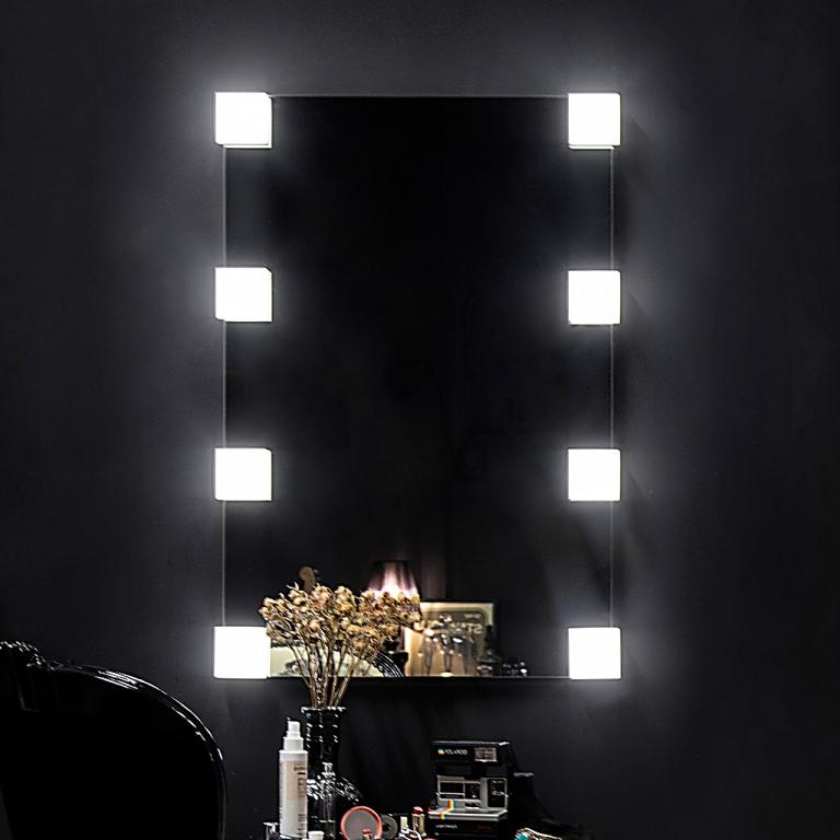 Meigipeegel Emmy LED valgustusega (60x90cm)