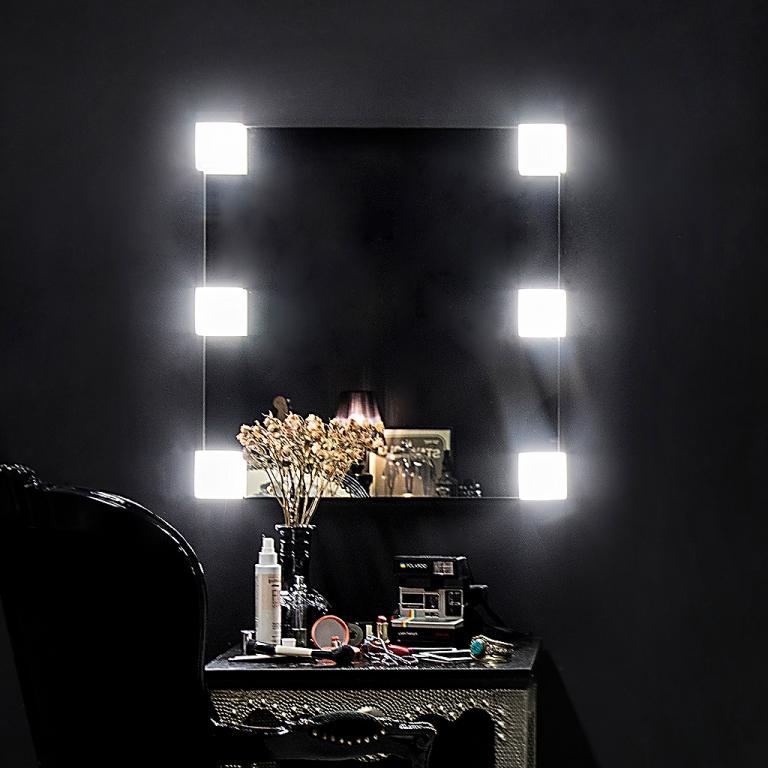 Meigipeegel Emmy LED valgustusega (70x70cm)