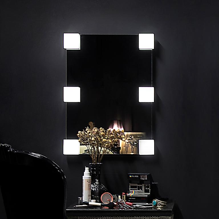 Meigipeegel Emmy LED valgustusega (50x70cm)