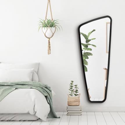 Disainpeegel Vitris musta raamiga (59x145cm)